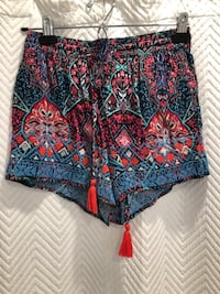 Embroidered shorts size xs  Aurora, L4G 6R5