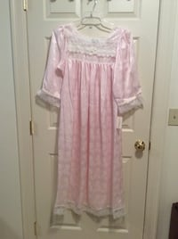 Christian Dior pink nightgown size medium Fiskdale, 01518