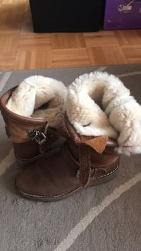 Woman's roots boots size 5 Toronto, M6S