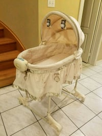 Bassinet with music & gentle vibration Brampton, L6R 1L5