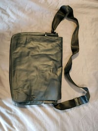 Messenger bag Calgary, T2Z 2V5
