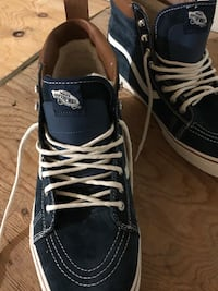 Men sneakers size 13