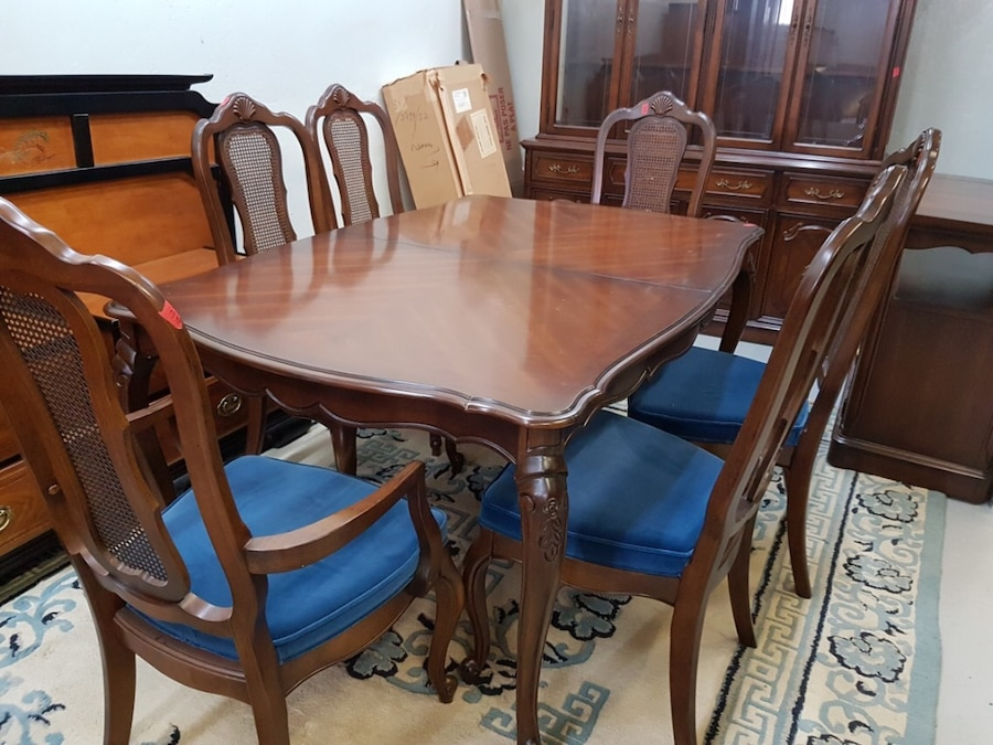 Used Knechtel Dining Room Set In Montreal