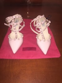 Valentino heels size 7 brand new with red dust bag  [PHONE NUMBER HIDDEN]  Côte-Saint-Luc, H4V