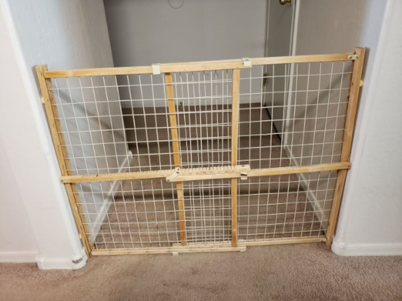 Extra Tall & Wide Adjustable Wire Mesh Gate for Animals / Toddlers ae8539f3-56a1-4c7d-8e4e-15be46f7ae32