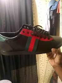 unpaired black, red, and green Gucci low-top sneaker Pageland, 29728