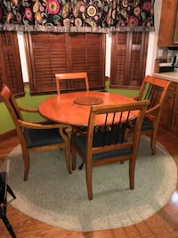 Round Farmhouse Kitchen Table and 4 Chairs Leesburg, 31763