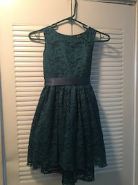 Girl's dress with a back bow size 8