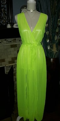 NWT, BRIGHT GREEN SIDE SLIT MAXI. Riverside