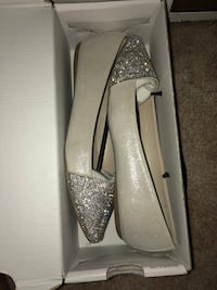pair of gray glittered pointed-toe heeled shoes Pickering, L1X