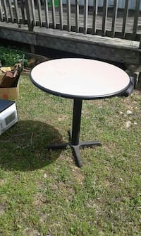 round black and white pedestal table Silver Point, 38582