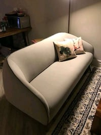 Structube couch Markham, L3T 7Y1