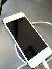 Mint Condition Ipod 32gb Blue With Charger  Toronto, M1E 2H8