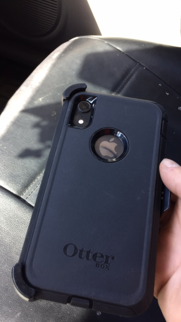 iPhone XR otterbox Defender
