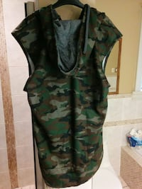 ARMY PRINT, HOODED SWEATER VEST Toronto