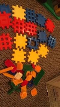 Little tikes waffle blocks and another building toy. Vaughan, L4J 5L7