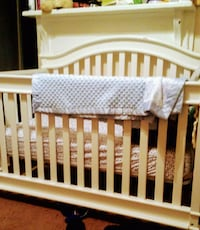 Baby crib converts into toddler bed Raleigh, 27601