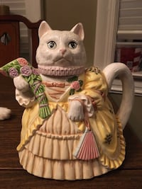 Cat with flowers teapot