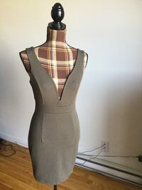 Brand new kaki v neck sexy dress in small/medium Montréal, H1M 1S1