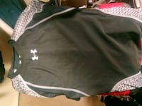 Size small under armour t-shirt clothes clothing Vancouver, V5Y 1C6