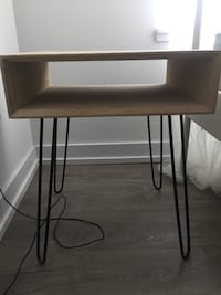 Chic side table. Lightly used. Toronto, M6H