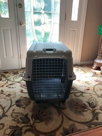 Dog cage with wheels and handles  Cincinnati, 45244