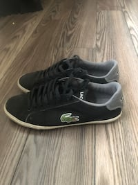 pair of black Vans low-top sneakers St Catharines, L2N