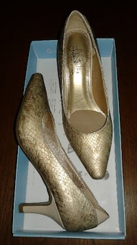 "BRAND NEW - LIFE STRIDE ""SOFT SYSTEM"" SHOES PUMPS - KLARISSA - ""GOLD TAUPE SNAKE"" - SIZE 6M - (Original price $90) - Asking $35 or Best Offer TORONTO"