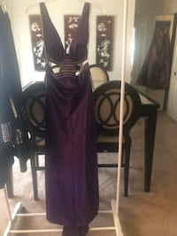 Gown, never worn, size L, violet. Elkridge