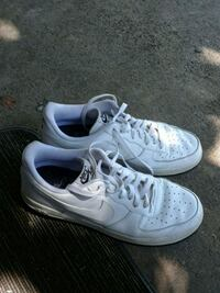 pair of white Nike low-top sneakers Sacramento, 95815