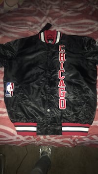 Black and red chicago bulls coat XL Randallstown, 21133