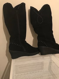 Size 9m black suede wedge boots Charlotte, 28269