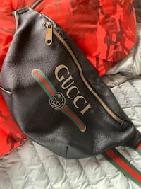 Gucci fanny pack excellent condition