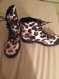 Pair of white-and-brown leopard print ankle boots Haverstraw, 10970