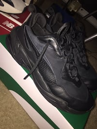 pair of black Nike basketball shoes 29 mi
