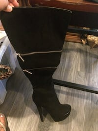 Pair of black suede knee-high boots St Catharines, L2R 5Y3