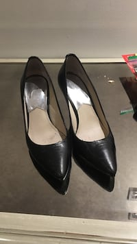 pair of black leather pointed-toe heeled shoes Vaughan, L4K 5G8