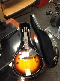 Fender mandolin model number fm 53s with nice hard case and keys  Hagerstown, 21740