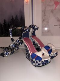 Blue&White Strappy Wedges Vaughan, L4L