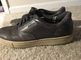 Used 4 pairs of Shoes-Ecco,bull boxer,express& old navy