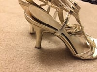 Pair of gray leather sandals Vaughan, L4K 2L3