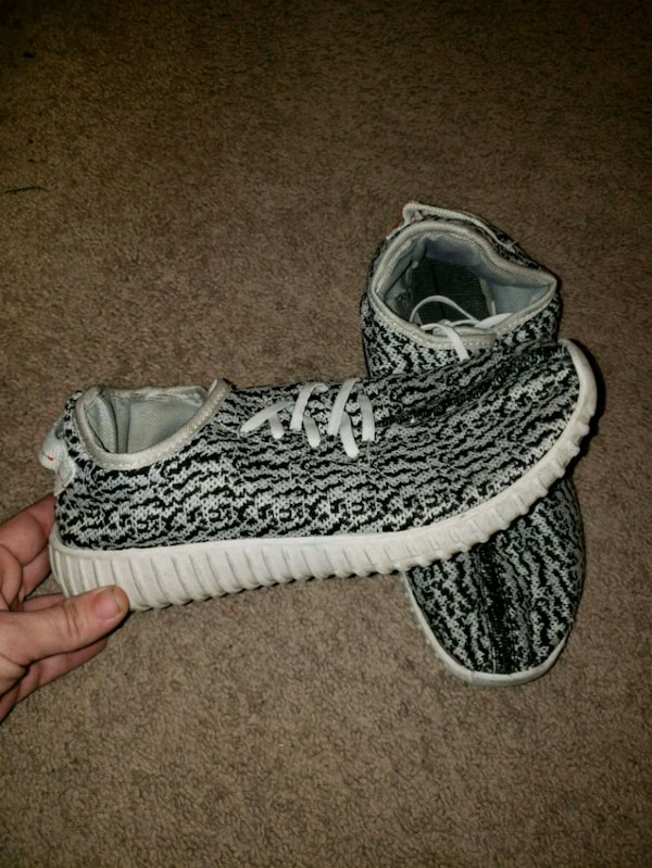 Used Womens Yeezy Boost Turtle Doves for sale in Lincoln - letgo 371eba053