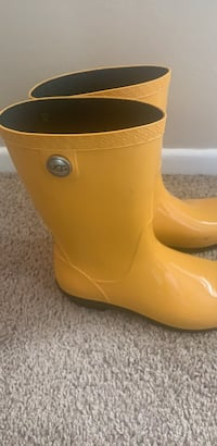 UGG yellow rainboots  Size: 9 Winter Park, 32792