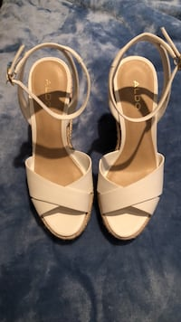 Wedges. White from Aldo   Vaughan, L4L 1S6