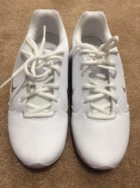 pair of white Nike low-top sneakers Victorville, 92392