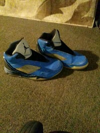 pair of blue-and-black Nike basketball shoes Louisville, 40211