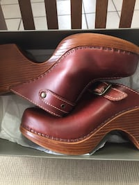 Cole Haan shoes / clogs. $10 Size 8.  Color / French Roast.Ordered from Gotham city styles . Com West Jordan, 84084