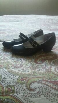 pair of black leather open-toe wedge sandals Bakersfield, 93312