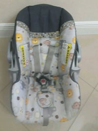 baby's gray and white car seat carrier Hialeah, 33013