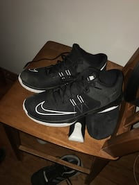 Pair of black nike basketball shoes Roswell, 88203